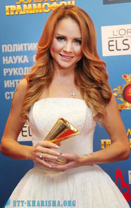 Schauspielerin mit roten haaren